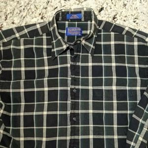Pendelton Mens button down casual flannel medium